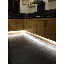 Светодиодная подсветка цоколя кухни с использованием светодиодной ленты