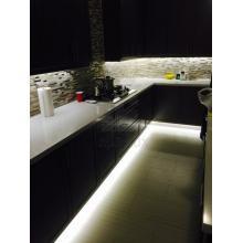 Светодиодная подсветка цоколя кухонных шкафов и пространства под навесными шкафами с использованием светодиодной ленты